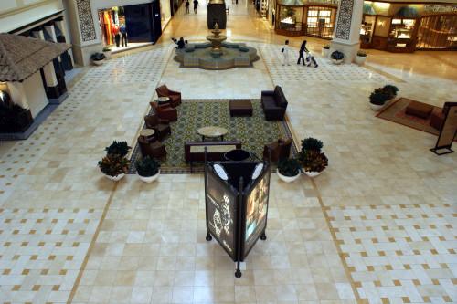Mall promenade